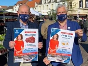 May be an image of 2 people, people standing, outdoors and text that says 'oulangerie Pâtisseri ብ étaples ICI, ON AIME TAILLER UNE étaples SUR LE MARCHE ON SE SENT COMME UN LE MARDI LE VENDREDI MATIN VOTEZ Etaplessunmer men Etaples sur PLUS BEAU MARCHE DE FRANCE Etaplessunmen Etaples VOTEZ sun men PLUS BEAU MARCHÉ DE FRANCE மக'